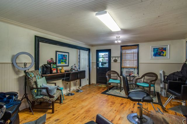 37 Calhoun,Bluffton,South Carolina 29910,Commercial,Calhoun,1,1055